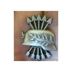 Guerra di Spagna: distintivo dei reduci Pequeno con casco.