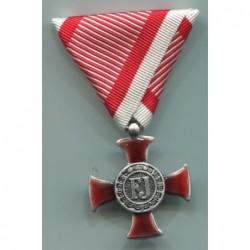 Croce d oro al merito Goldenes Verdienstkreuz con nastrino di guerra. Dimensioni 50x80 mm. Finitura argento invecchiato