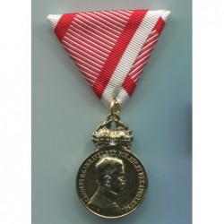 Bronze medal for military merit with war ribbon. Adopted April 18